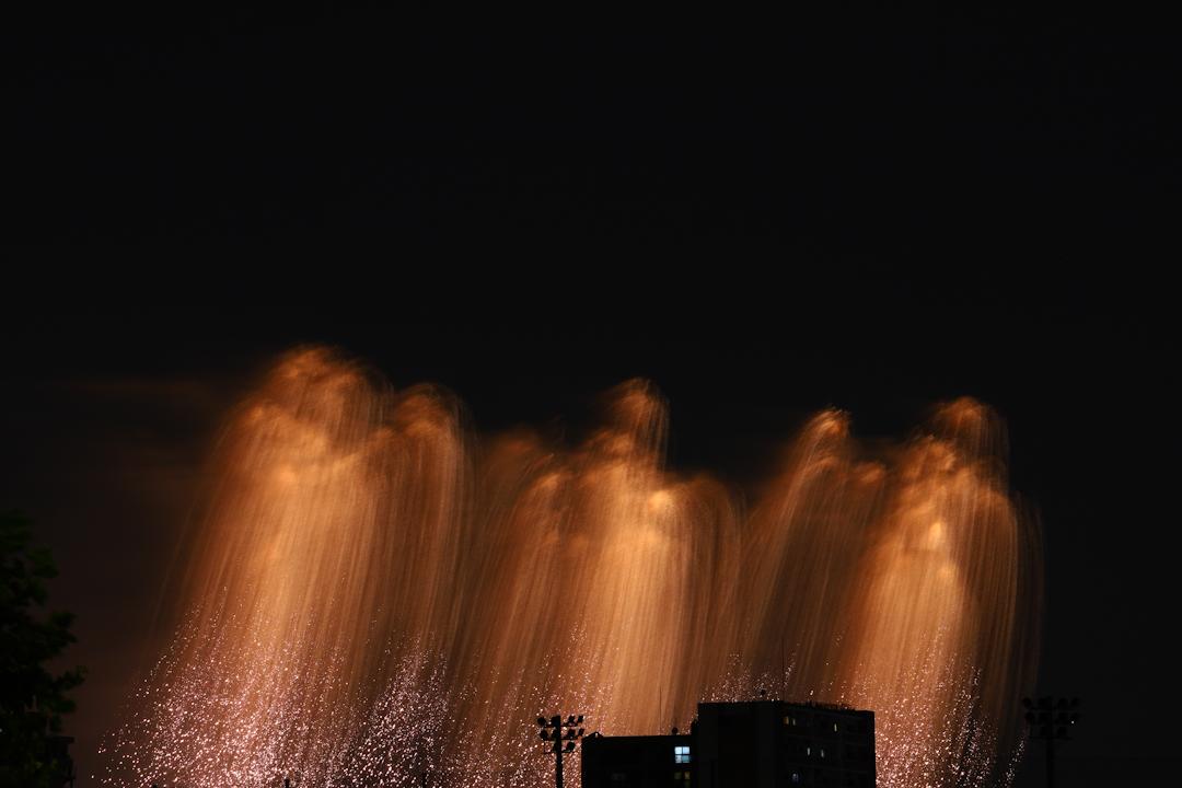 花火の残像が美しい足立の花火大会