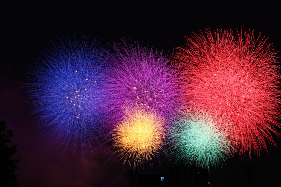 オリンピックシンボルを再現した花火