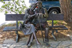 Bronze statue of couple